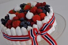 Chocolate Mousse Cake with Meringue Sticks 4th Of July Celebration, 4th Of July Party, 17. Mai, Norway National Day, Proof Of The Pudding, Fun Desserts, Dessert Recipes, Kreative Desserts, Norwegian Food