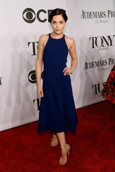 Vogue Daily — Sarah Greene in a Thakoon dress, Harry Winston jewelry, and Stuart Weitzman shoes 2014 Tony Awards Red Carpet Ready, Red Carpet Looks, Red Carpet Dresses, Blue Dresses, Indian Dresses, Celebrity Red Carpet, Celebrity Style, Sarah Greene, Party Fashion