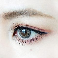 MAKE LESSON | オレンジブラウン×ピンクでつくるレトロな彫深ハーフアイ | DAZZSHOP eye make & cosmetics - ダズショップ公式オンラインショップ