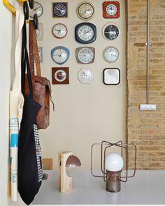 Un reloj de George Nelson Clock Display, Modern Love, George Nelson, Frames On Wall, Sweet Home, Gallery Wall, Wall Decor, House Design, Lights