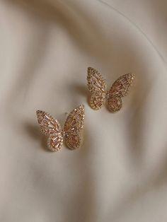 OAHU Butterfly Earrings - Pink *Gold-plated Earposts – Gabi The Label Ear Jewelry, Cute Jewelry, Jewelry Accessories, Fashion Accessories, Jewelry Design, Fashion Earrings, Fashion Jewelry, Ear Piercings, Cartilage Earrings