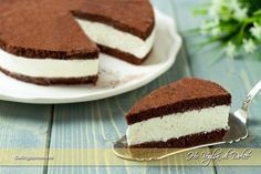 Torta fetta al latte Milk slice cake: Sweet Recipes, Cake Recipes, Dessert Recipes, Cooking Cake, Cooking Recipes, Cocoa Cake, Delicious Desserts, Yummy Food, Masterchef