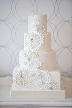 White wedding cake - Bobbette & Belle