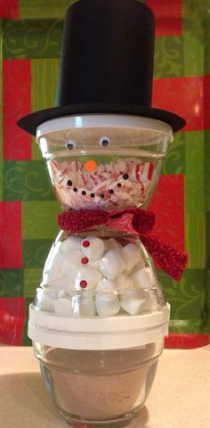 Using my 1 cup Pampered Chef ( set of 3) prep bowls, I created a snowman filled with hot cocoa, marshmallows and crushed candy canes. Perfect for teacher's gifts or a gift exchange. The bowls will get a great deal of use long after the cocoa is gone.