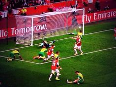 Norwich Players Dumbfounded After Ramsey Scores vs Norwich 2013-2014.