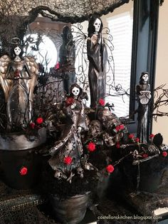 I know I say this every year but . I LOVE HALLOWEEN! I plan all year for Halloween a n d spend countless hours creating del icious. Halloween Backdrop, Halloween Balloons, Halloween Banner, Halloween Table, Homemade Halloween, Halloween Party Decor, Halloween Pumpkins, Happy Halloween, Halloween Stuff