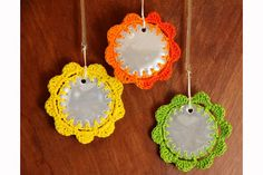 I did crocheted flower reflectors for Xmas for a couple of my friends but my design was a bit crazier. Yarn Crafts For Kids, Hobbies And Crafts, Arts And Crafts, Diy Crafts, Love Crochet, Easy Crochet, Crochet Flowers, Diy Sewing Projects, Diy Projects To Try