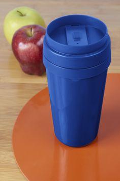 TT 09 : Termo Nova  Material: Plástico Tamaño: 6 x 18 cm Colores: A/N/R/V/Y Capacidad: 450 ml  Técnica de impresión sugerida: Serigrafía / Tampografía Área de impresión sugerida: 5 x 7 cm