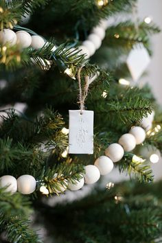 Minimal Christmas Tree (The Merrythought) And just like that, a new month is here! Welcome November and all the holiday festivities! Today we're joining up with the other Michaels Makers and participating in the Annual Dream Tree Challenge. Noel Christmas, Winter Christmas, Christmas Wreaths, Christmas Ornaments, Clay Ornaments, Ornaments Design, Handmade Christmas, Christmas Tree Bead Garland, Natural Christmas Tree