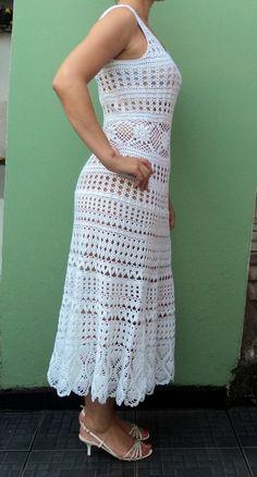 Vestido lindo e maravilhoso !! Caimento impecável! Pode ser feito em qualquer cor e tamanho. tamanho corresponde ao M (42) Na cor branca