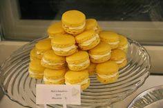 Bodil's Bakery: Vaahtokarkki-Aprikoosi macarons