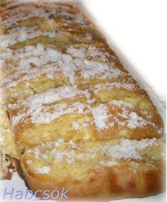 Hungarian Food Guide: Vargabéles - Hungarian sweet noodle cake with curd cheese Hungarian Desserts, Hungarian Cake, Hungarian Cuisine, Hungarian Recipes, Hungarian Food, Strudel, Delicious Desserts, Dessert Recipes, Vanilla Recipes