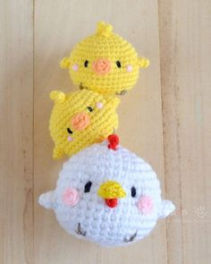 Free hen & chicks amigurumi pattern with tutorial photos, designed by AmiguruMEI.