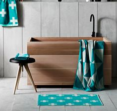 Bath room accessories set spas 18 ideas for 2019 Bathroom Collections, Bathroom Floor Tiles, Room Accessories, Flooring, Tile Bathroom, Bath Accessories Set, Bath Towels Luxury, Bathroom Design, Bathroom