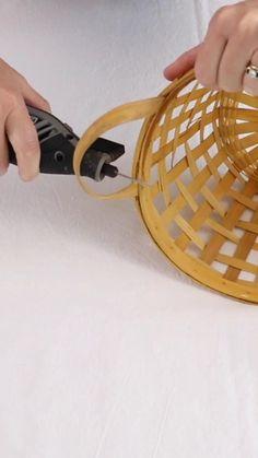 Diy Crafts For Home Decor, Upcycled Home Decor, Diy Crafts For Adults, Diy Projects For Home, Diy Luminaire, Diy Lampe, Basket Lighting, Diy Hanging, Hanging Basket