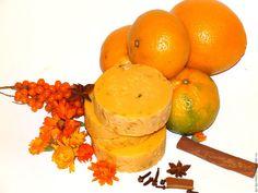 Купить Пряный апельсин с лепестками - натуральное мыло с шелком - оранжевый, апельсин, апельсиновый, мандарин, цитрусовый