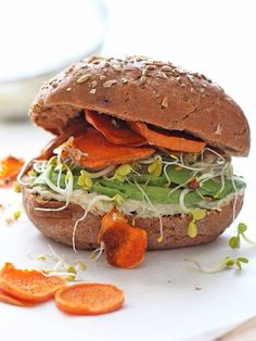 DIY-Anleitung: Veganen Frühstücks-Burger mit Avocado und Hummus zubereiten via DaWanda.com