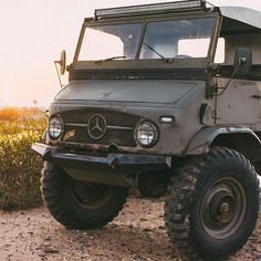 Trying to upload the original high res of this that @zachbox shot. The pic turns black when I got the next button. Need some feedback. Anyone deal with this before? I have a ton of badass content to share! Thanks again to @zachbox . . . . #unimog #4x4 #unimog404 #offroad #carlsbad #rockcrawler #rockcrawling #rubicontrail #baja1000 #johnsonvalleycrawlers #cj2 #spearo #cj5 #fj40 #defender90 #caferacer #adventuremobile #polerstuff #metalfabrication #metalshaping #welding #offthegridsurplus…