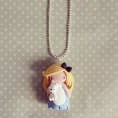 Collier Alice et son doudou lapin - madame manon. 18€