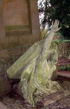 dying weeping angel Jules Verne's Tombstone ~ Amiens, France ~ Albert Roze 1907 Cemetery Monuments, Cemetery Statues, Cemetery Headstones, Old Cemeteries, Cemetery Art, Graveyards, Jules Verne, Unusual Headstones, Cemetery Angels