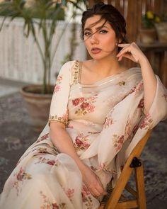 Mahira Khan Pics, Mahira Khan Dresses, Stylish Gown, Stylish Sarees, Stylish Outfits, Indian Designer Outfits, Indian Outfits, Ladies Suits Indian, Indian Wedding Video