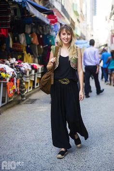 Com uma vasta experiência no mercado de moda, Diva Costa é cria do SENAI CETIQT, formada em Design de Moda em 2008.