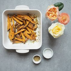 These sweet potato chips with ground almonds and fennel seeds and coconut sugar are the absolute dream side dish. Lunch Box Recipes, Side Recipes, Whole Food Recipes, Dinner Recipes, Sweet Potato Wedges, Sweet Potato Chips, Sweet Potato Recipes, Healthy Gluten Free Recipes, Vegetarian Recipes