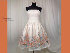 Entdecke lässige und festliche Kleider: Brautkleid im 50er Jahre Stil Linnea made by Schneiderei Heike Borchers via DaWanda.com