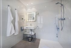 Hotel 64 Nice , Nizza, Frankreich - 2639 Gästebewertungen . Buchen Sie jetzt Ihr Hotel! - Booking.com Nice Ville, Das Hotel, Beach Hotels, Alcove, Bathtub, France, Bathroom, Walk In Tub Shower, Nice