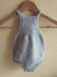 barboteuse grenouillère bébé au tricot coloris gris taille 3 à 6 mois