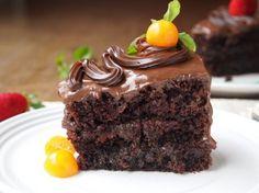 Υγρό κέϊκ σοκολάτας με γλάσο σοκολάτας από το «Sintayes.gr»!