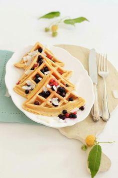 Waffeln zum Frühstück sind schon Mega und wenn sie  dann noch nicht einmal Zucker enthalten, aber total nach Vanille schmecken, mein absolutes Frühstückshighlight!  Ein total leckeres Waffelrezept - nicht nur fürs Frühstück geeignet - wartet jetzt auf dem Blog auf euch.  Habt eine entspannte Restwoche!   https://sugarmeetschiliblog.com/2016/07/13/hirsewaffeln-mit-nicecream-das-perfekte-fruehstueck/