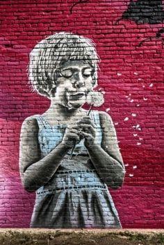 Edge Street Art by Samantha G Graffiti Elizabeth Sane: The startling stencilled graffiti artwork, believed to be the work of Banksy, that ha. Murals Street Art, 3d Street Art, Urban Street Art, Amazing Street Art, Street Art Graffiti, Street Artists, Banksy, Graffiti Artwork, Mural Art