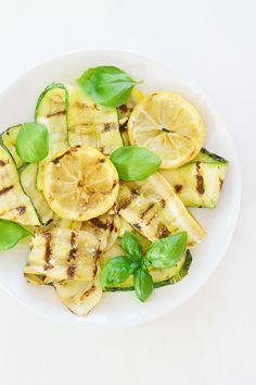 Antipasti: Gegrillte Zucchini mit Zitrone und Basilikum // Roasted Zucchini and Squash with Lemon and Basil // Berliner Küche