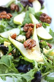 Blue Cheese and Pear Salad with Honey Roasted Walnuts and a Honey Mustard White Wine Vinaigrette ( I prefer gorgonzola instead of blue cheese) Clean Eating, Healthy Eating, Roasted Walnuts, Roasted Pear, Candied Walnuts, Fiestas Party, Pear Salad, Cooking Recipes, Healthy Recipes