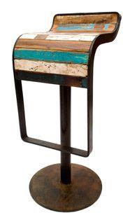 Muebles hechos con trozos de Madera Reciclada