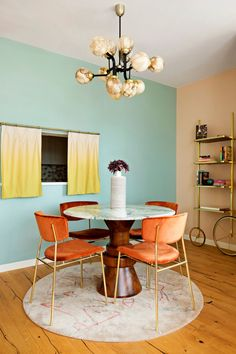 This Forgotten Kitchen Feature Is Popping Up Again Since Quarantine Walnut Dining Table, Dining Chairs, Dining Rooms, Studio Apartment Room Divider, Ombre Curtains, Yellow Curtains, New York City Apartment, Apartment Goals, Apartment Layout