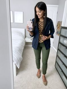 Fall Outfits For Work, Casual Work Outfits, Business Casual Outfits, Professional Outfits, Business Casual Jacket, Cute Outfits, Olive Jacket Outfit, Utility Jacket Outfit, Green Pants Outfit