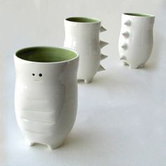 Cup-O-Saurus made for you drinking pleasure! Weave your fingers between the spikes for an awesome grip! Holds 375ml Microwave / dishwasher / oven safe Handmade porcelain