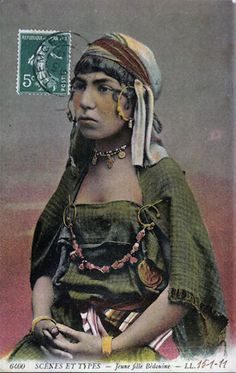 Africa | Young Bedouin girl. Algeria || Scanned vintage postcard; published by L.L.