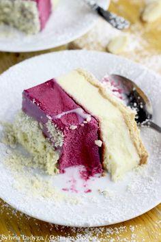 SERNIK Z MUSEM Z OWOCÓW LEŚNYCH Sweet Recipes, Cake Recipes, Dessert Recipes, Carrot Cake Cheesecake, Torte Recipe, Sweets Cake, Polish Recipes, Pastry Cake, Food Cakes