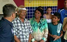 Luciano Huck entrega a casa nova para a família Santos