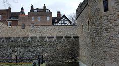 Tower of London up-close   #londonhistory #toweroflondon #towerhill #thisislondon #welovelondon #visitlondon #instalondon #londonsouvenirs #mylondonsouvenirs