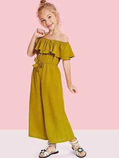 Shop Girls Off Shoulder Waist Drawstring Flounce Jumpsuit online. SheIn offers Girls Off Shoulder Waist Drawstring Flounce Jumpsuit & more to fit your fashionable needs. Dresses Kids Girl, Kids Outfits Girls, Girl Outfits, Cute Outfits, The Dress, Baby Dress, Bridal Jumpsuit, Jumpsuits For Girls, Dress Patterns