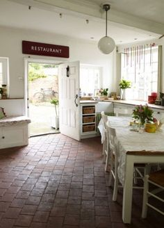 Lomkonyha on pinterest country kitchens kitchens and for Country kitchen flooring