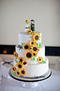 Sunflower wedding cake - I love that the cake topper groom even has a sunflower boutonniere!  Photography by brittanysweat.com