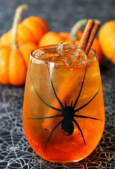 Pumpkin Spice Wine Spritzer is going to be a favorite for all your Fall parties! Halloween cocktails are what we like to call treats for the adults! Halloween Cocktails, Halloween Desserts, Halloween Food For Party, Halloween Treats, Halloween Birthday, Holiday Cocktails, Halloween 2017, Spiced Wine, Spiced Rum
