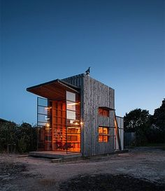 Small Homes / Living Large in a Stylish Space: New Zealand beach cabin / cottage Tyni House, Good House, Awesome House, Small Modern Cabin, Modern Cabins, Small Cabins, Green Design, Getaway Cabins, Small Buildings