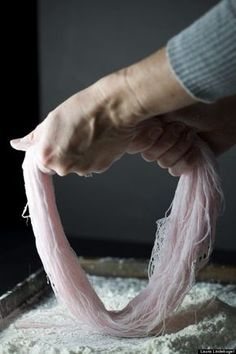 This Hand-Pulled Cotton Candy Is Absolutely Blowing Our Minds (PHOTOS) Recipes with Lyla and karly Homemade Cotton Candy, Homemade Candies, Cotton Candy Recipes, Cotton Candy Cookies, Yummy Treats, Sweet Treats, Sugar Candy, Candy Floss, Candy Making