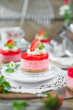 Strawberry cream tart on Crumble biscuit base